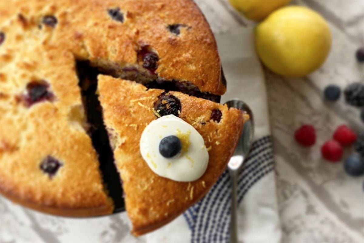 Weekend Treats | Coconut & Blueberry Sponge Cake