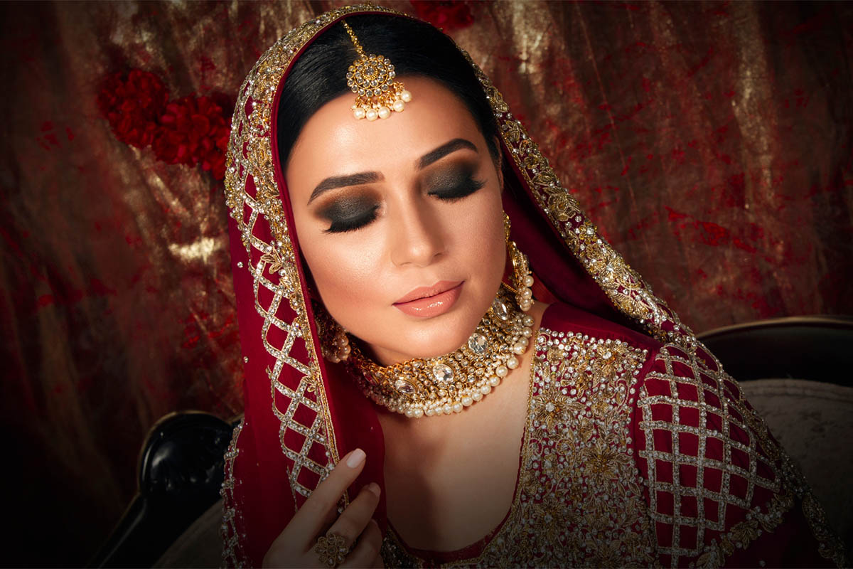 Beauty Hub | Bina Khan | Universal Smokey Eye